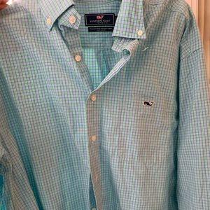 Men's Vinyard vines button down shirt